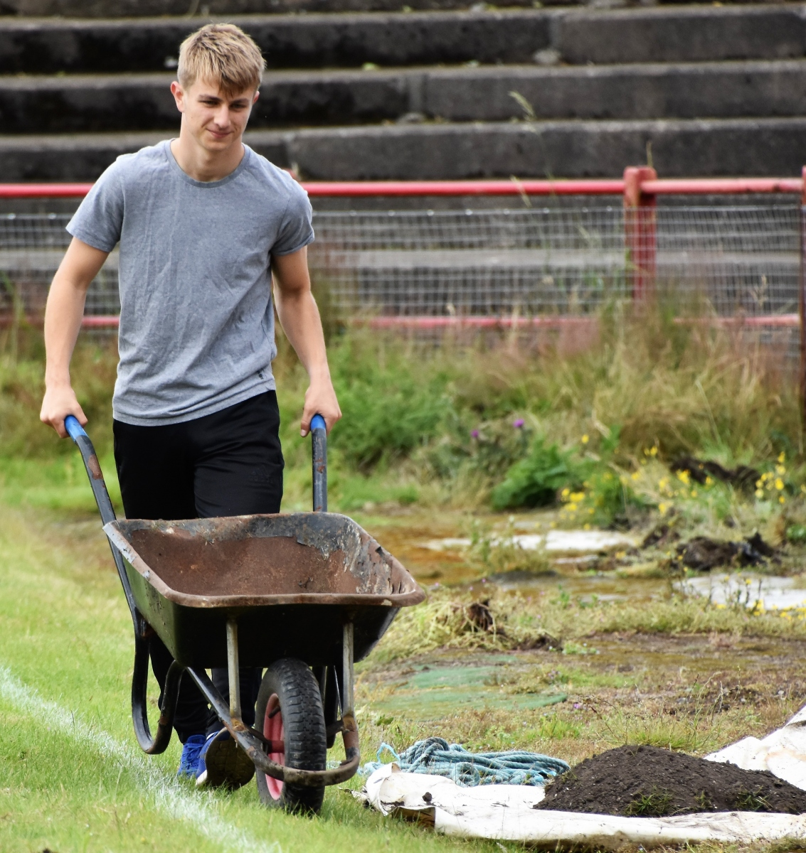 Reds-Volunteer-clean-up-Ben-Challis-10
