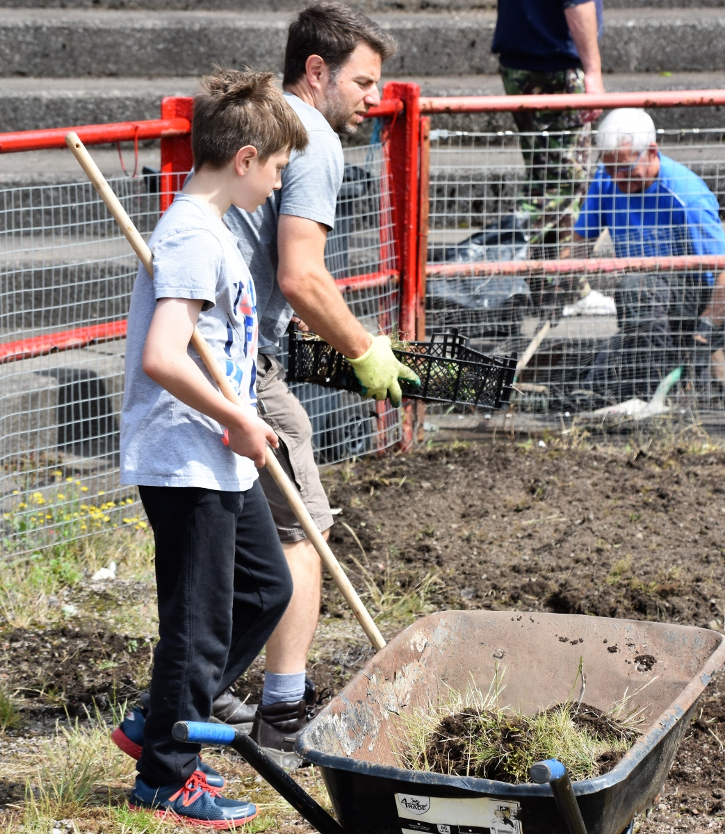 Reds-Volunteer-clean-up-Ben-Challis-11