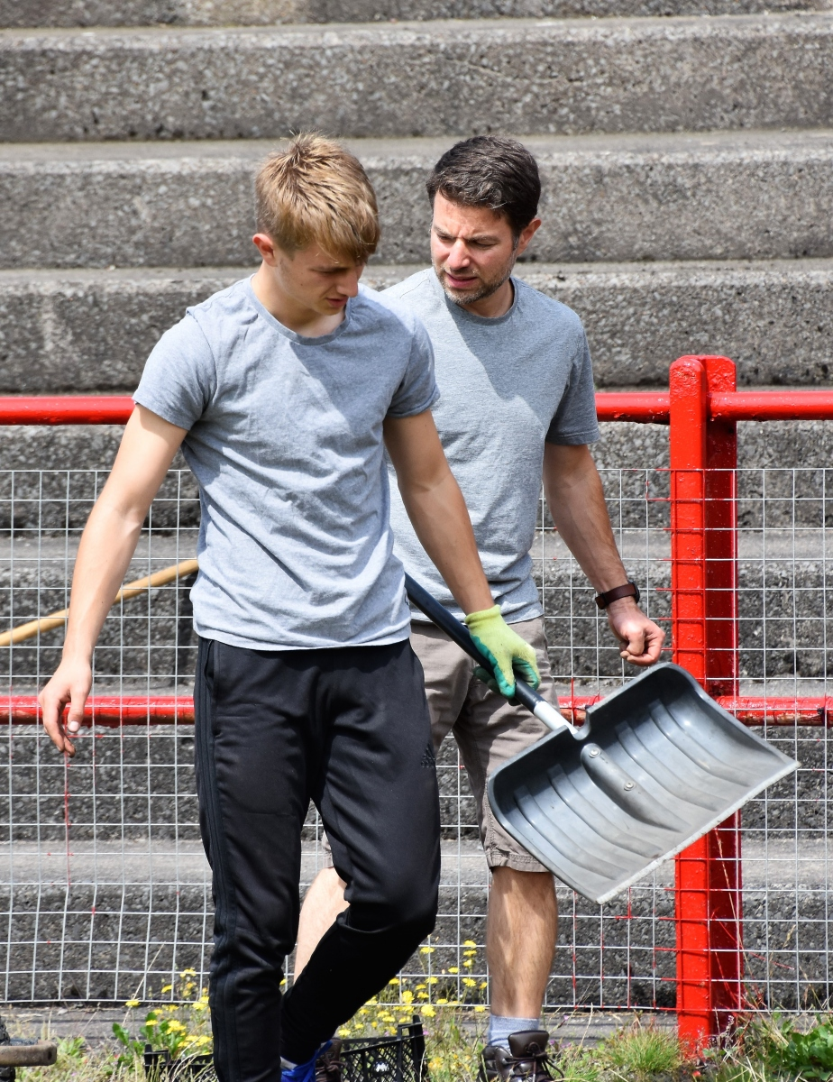 Reds-Volunteer-clean-up-Ben-Challis-9