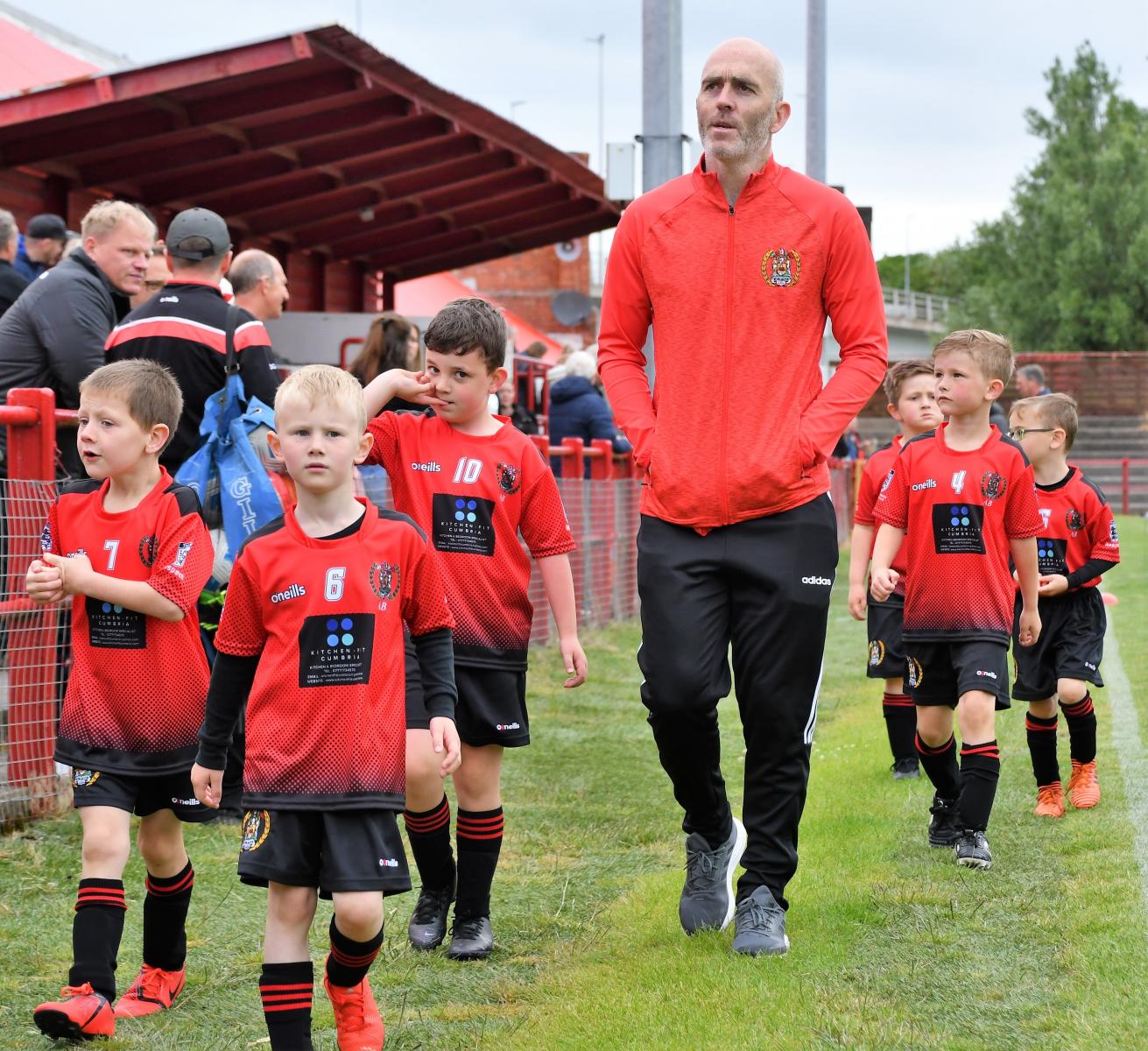 Reds Festival of Football – Juniors on the sponsored walk