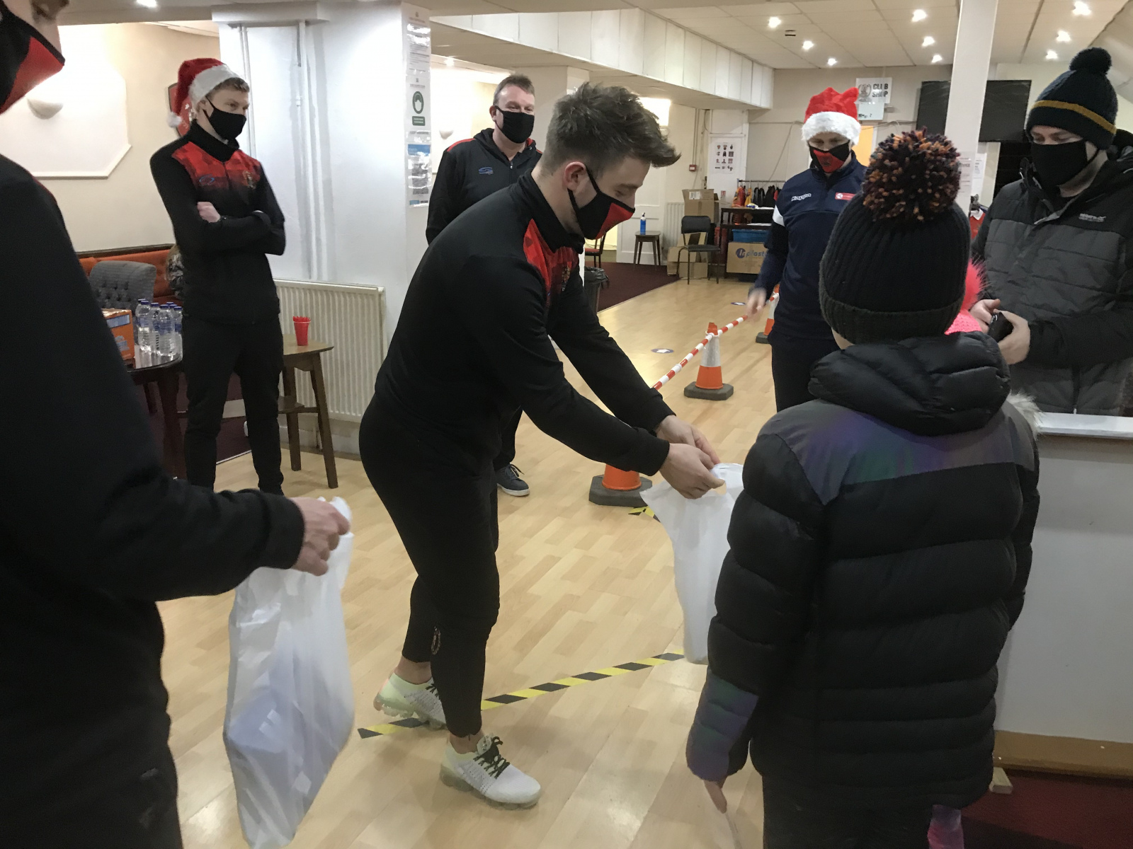 Community-meal-Dav-hands-out-the-goodie-bags