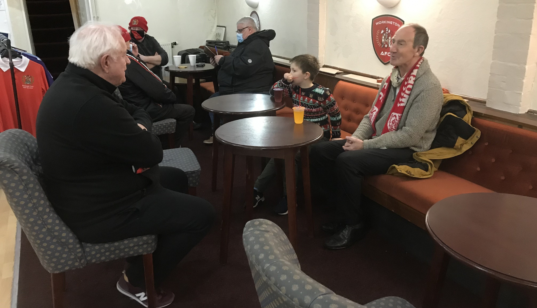 Community-meal-Director-Dave-Bowden-meets-Reds-supporters