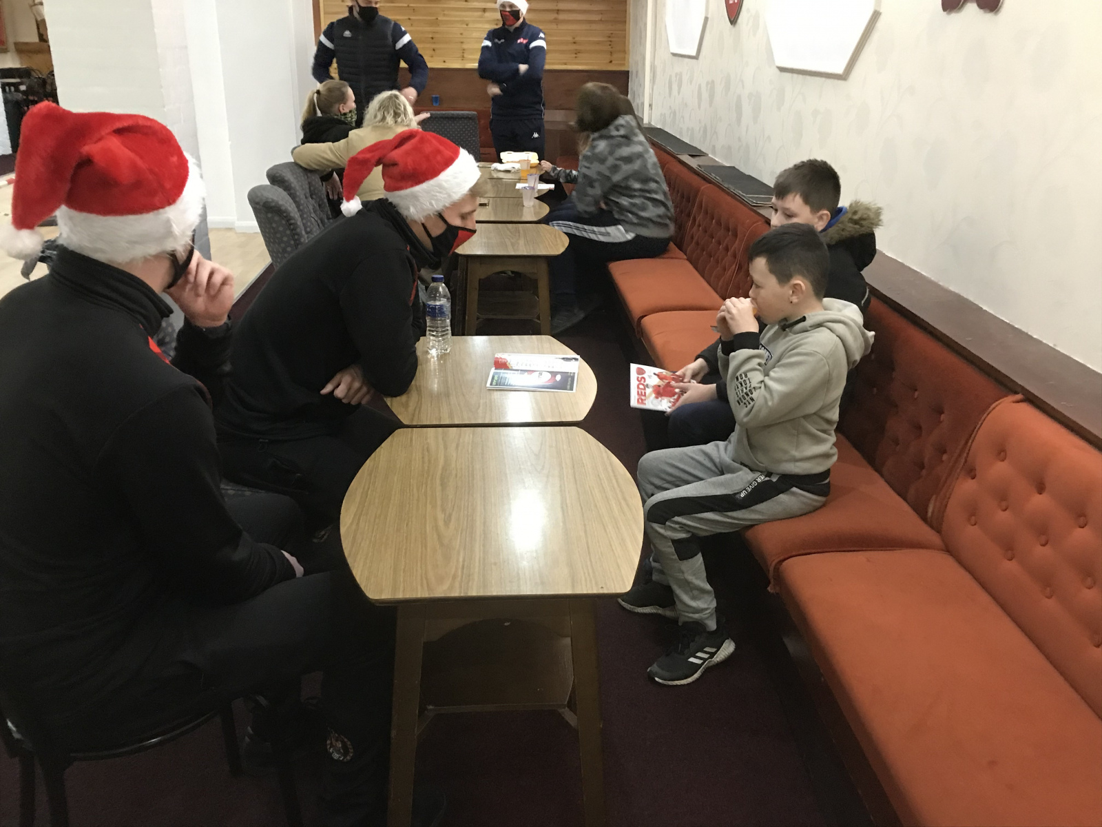 Community-meal-Jordan-and-Sam-meet-young-supporters