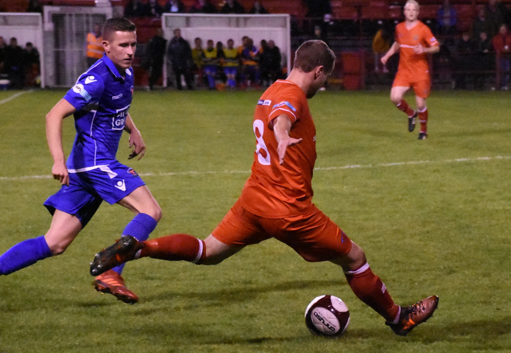 The Reds Brad Hubbold makes another charge forward (Ben Challis)