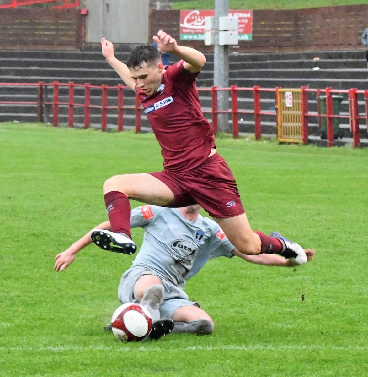 Ceiran-Casson-hurdles-in-to-set-up-a-cross-Ben-Challis